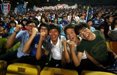 블루랄라존에서 응원하는 팬