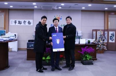 염태영 수원시장, 수원삼성 2019년 시즌권 구매